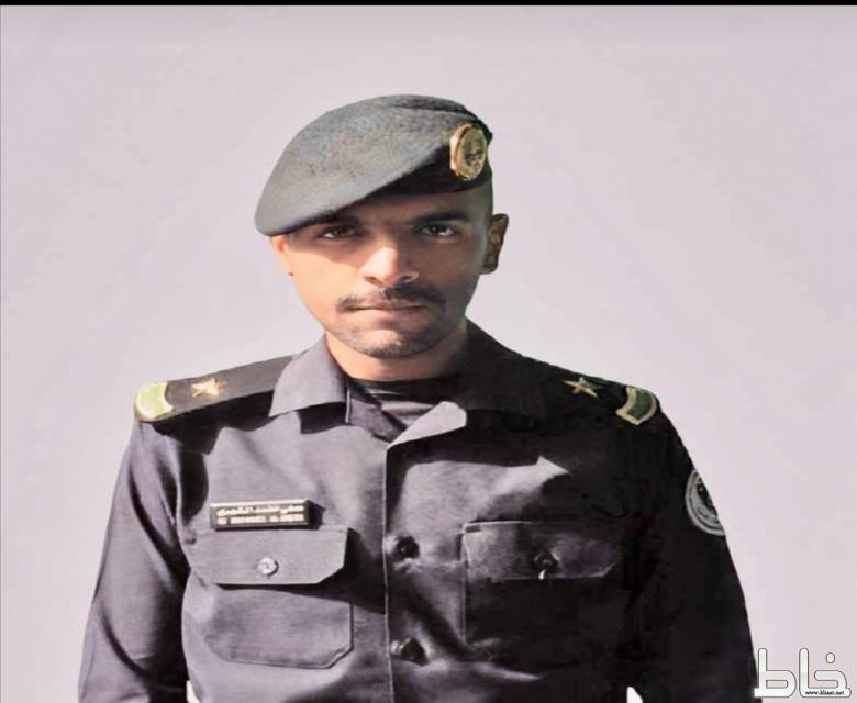 الملازم علي بن محمد بن دحمان المشهوري يحتفل بتخرجه من كلية الملك فهد الأمنية