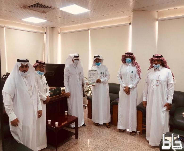 نادي الشهيد يمنح العضوية الشرفية لرئيس البلدية