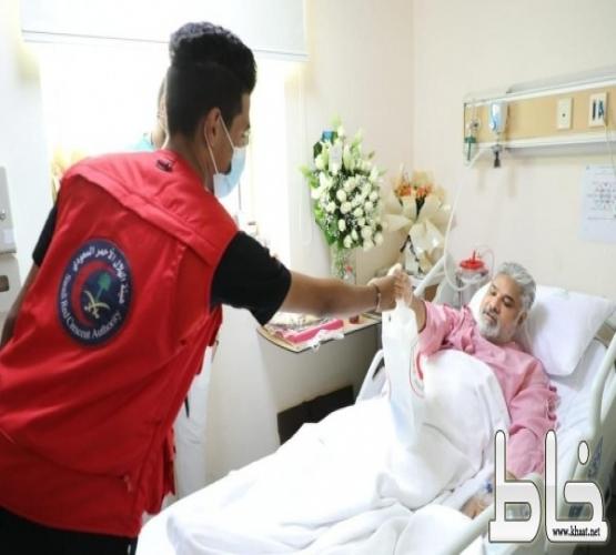 فريق التطوع بهيئة الهلال الأحمر بجدة يزور مجمع الملك عبدالله الطبي